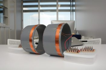 無接点充電の実験装置