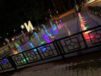 大学エントランスの噴水広場